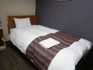 寝返りが打ちにくいベッド配置